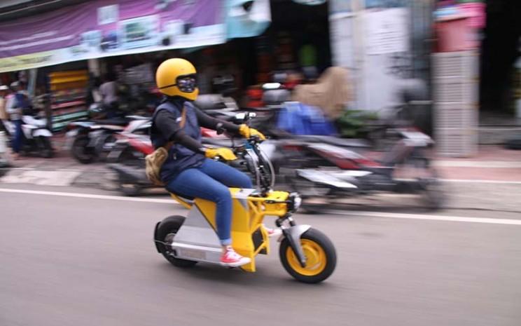 Motor listrik buatan lokal, EV Pocket dalam uji berkendara di kawasan Desa Wisata Kaliangkrik, Magelang, Jawa Tengah.  - PT Villano Motor Indonesia (VMI)