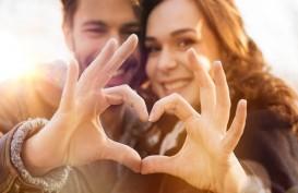9 Cara Membuat Pria Jatuh Cinta