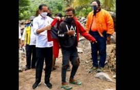 Jaket Merah Jokowi, Penawar Pilu Korban Bencana