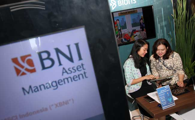 Karyawan beraktivitas di kantor BNI Asset Mangement di Jakarta. Bisnis - Endang Muchtar