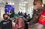 Penggali Makam TPU Tanah Kusir Terima Vaksin Covid-19