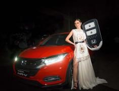 Juara Indonesia's Next Top Model 2021 Bawa Pulang Honda HR-V