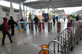 Pekan Awal Jelang Ramadan, Penumpang KRL Stasiun Bekasi…