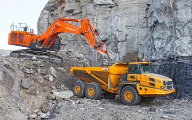 Excavator Hitachi dan BELL Articulated Dump Trucks. Dua produk alat berat milik PT Hexindo Adiperkasa Tbk. (HEXA) - Istimewa