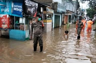 Cipinang Melayu Terendam Banjir Akibat Kali Sunter Meluap