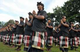 Bali Susun Ranperda Sektor Usaha Riil Milik Desa Adat