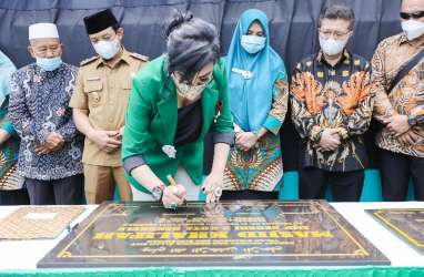 Pengusaha Maya Miranda Bangun Masjid di Kampung Halaman