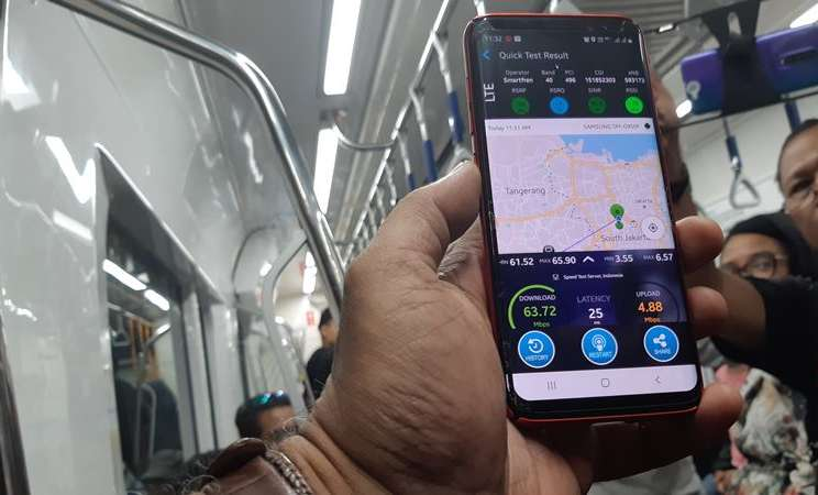 PT Smartfren Telecom Tbk. melakukan uji coba jaringan di terowongan MRT Jakarta Istora Mandiri. Selasa (9/4 - 2019). Hasilnya, untuk kecepatan unduh  mencapai 63,72 Mbps dan untuk unggah mencapai 4,88 Mbps.