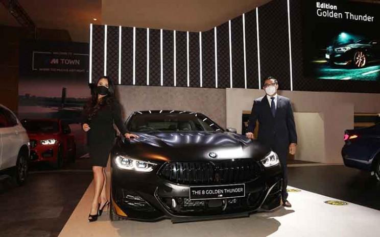 BMW Seri 8 Golden Thunder dipamerkan di Indonesia International Motor Show (IIMS) Hybrid 2021.  - BMW Group Indonesia