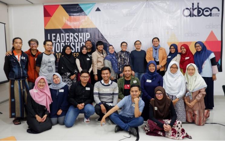 Di Akademi Berbagi, hal ini ditempuh dengan berbagai program pembekalan, workshop dan mentoring serta gathering.  - Akademi berbagi