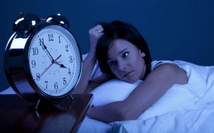 Insomnia. Penelitian menunjukkan bahwa generasi milenial sering mengorbankan tidur mereka untuk menonton acara favorit mereka secara berlebihan.  - boldsky.com