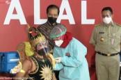 Jokowi Tinjau Vaksinasi Seniman dan Budayawan di Jakarta