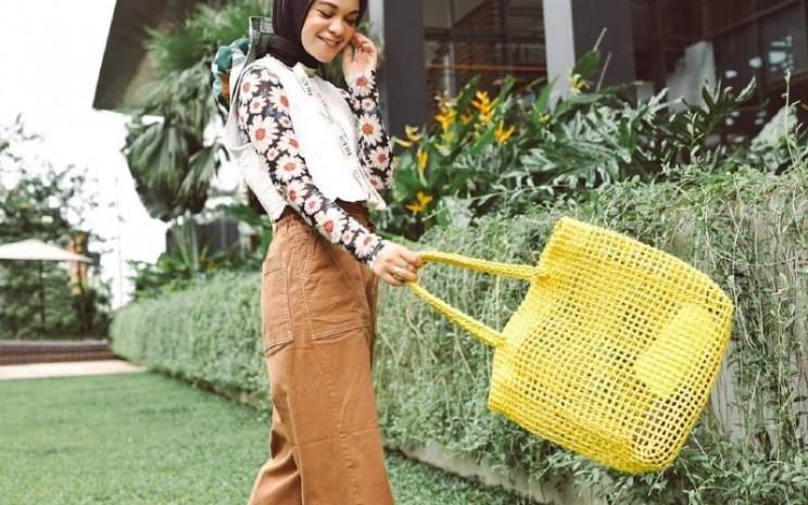 Bagi Tantri Namirah, untuk tampil gaya tidak selalu harus membeli baju baru.  - Tantri Namirah