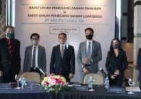 Jajaran direksi dan manajemen PT MD Pictures Tbk. (FILM) berfoto bersama sesuai RUPST dan RUPSLB di MD Place, Jakarta, Senin (24/8/2020)./MD Pictures