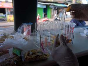 BPOM Lakukan Uji Kandungan Pada Makanan Takjil Yang Dijual Di Pinggir Jalan