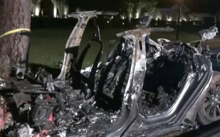 Kecelakaan mobil Tesla Model S di Texas.  - KPRC2 Houston.