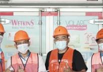 Jajaran karyawan Falmaco sebelum mengirimkan produk tisu Wetkins ke konsumen./Laman Falmaco