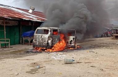 Satu Orang Tewas,Mobil Dibakar Massa di Sorong
