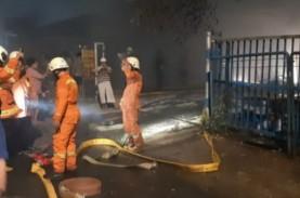 Gudang Mebel di Pulogebang Terbakar, Kerugian Ditaksir…