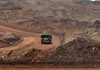 Articulated dump truck mengangkut material pada pengerukan lapisan atas di pertambangan nikel PT Vale Indonesia Tbk. di Soroako, Luwu Timur, Sulawesi Selatan, Kamis (28/3/2019)./ANTARA FOTO-Basri Marzuki