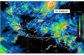 TNI AL Evakuasi Penjaga Rakit Terdampak Siklon Tropis,…