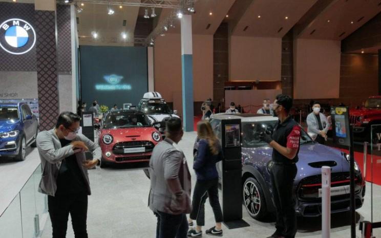 BMW Pavilion yang berada di IIMS Hybrid 2021.  - Antara/Chairul Rohman