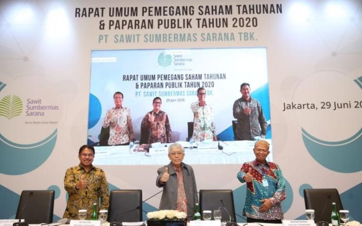 Manajemen PT Sawit Sumbermas Sarana Tbk. (SSMS) berpose usai Rapat Umum Pemegang Saham Tahunan, Senin (29/6/2020) - SSMS