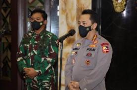 Kapolri dan Panglima TNI Tinjau Vaksinasi Drive Thru…