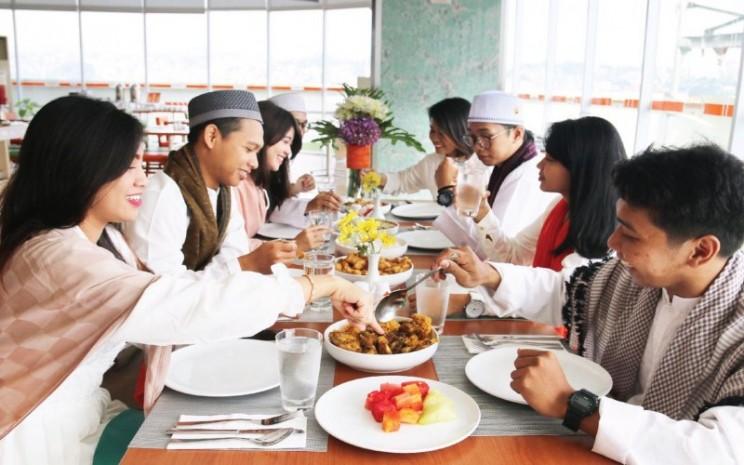Buka bersama. Menu makanan saat buka dan sahur juga mempengaruhi tingkat kebugaran kita selama puasa.  - Foto: Istimewa