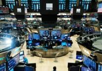 Aktivitas perdagangan saham di New York Stock Exchange. Wall Street kembali mencetak rekor tertinggi setelah reli saham-saham teknologi, Selasa (1/9/2020)./Bloomberg