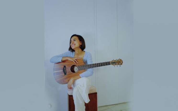 Eva Celia menentukan jalur musiknya sendiri dengan vokal dan musiknya yang melodik dan khas bernuansa jazz 1980-1990-an.  - IG Eva Celia