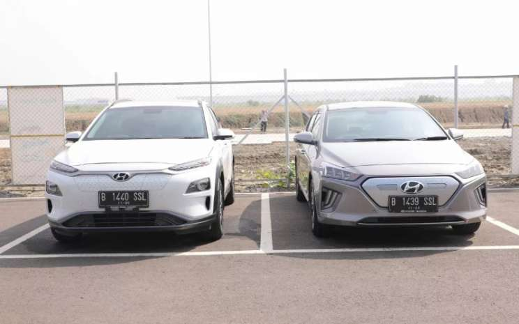 Hyundai Kona EV dan Hyundai Ioniq EV di Pabrik Mobil Listrik Hyundai di Sukamukti Bekasi, Jumat (6/11/2020).  - KeMenko Marves