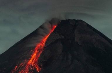 Gunung Merapi Kembali 'Batuk', Luncurkan Lava Pijar ke Arah Barat Daya