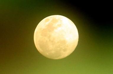 Foto-foto Fenomena Pink Moon, Supermoon April 2021