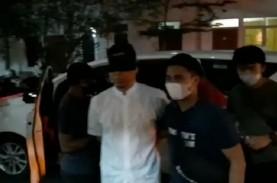 Polri Ungkap Alasan Munarman Ditutup Matanya dan Diborgol