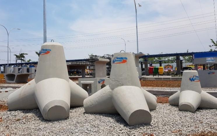 Beton tetrapod buatan PT Waskita Beton Precast Tbk. Beton tersebut digunakan untuk proyek pengaman pantai di Singapura. - waskitabeton