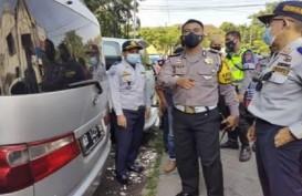 Polisi Tangkapi Mobil Travel di Semarang