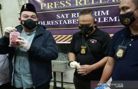 Polisi Menggerebek Gudang Ikan Berformalin di Pasar Jakabaring