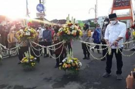 Risma dan Wali Kota Surabaya Resmikan Jembatan Sawunggaling