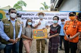 Ridwan Kamil Serahkan Langsung Bantuan Rp1 Miliar…