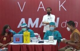 Vaksinasi Pelayan Toko dan Mal, Jokowi Harap Covid-19 Cepat Hilang