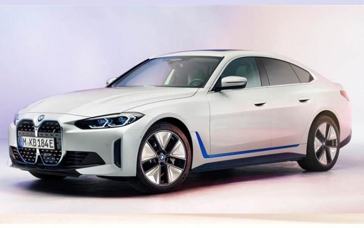 BMW AG menyebut BMW i4 sebagai penanda transformasi mobilitas perusahaan.  - BMW AG