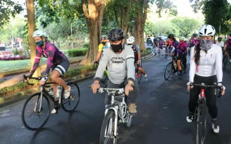 Bersepeda menjadi salah satu jenis olahraga yang direkomendasikan bagi penderita hipertensi.  - ANTARA