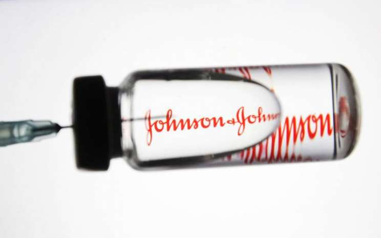 Vaksin virus corona Johnson and johnson memiliki efek samping yang kecil. - ilustrasi