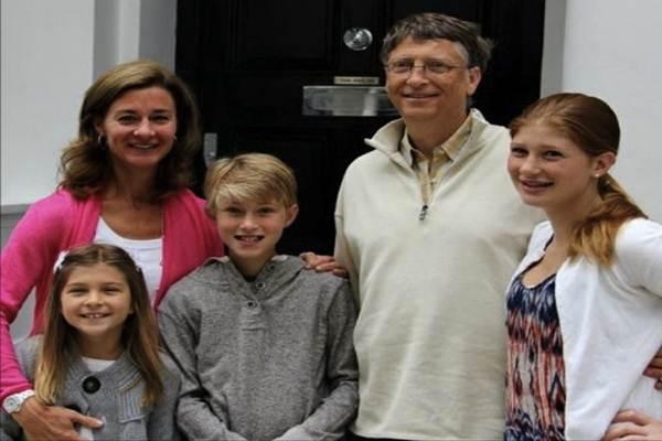 Bill Gates dan Melinda Gates beserta ketiga anaknya. - Istimewa