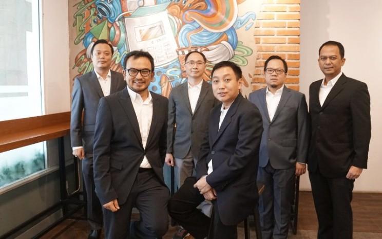 Jajaran direksi PT Cashlez Worldwide Indonesia Tbk.  - Cashlez