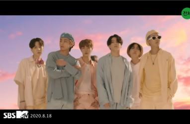 """BTS Kembali Berhasil Cetak Sejarah di Tangga Lagu Billboard Lewat """"Singularity"""""""