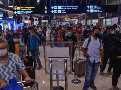 H-1 Larangan Mudik Lebaran, Bandara Soekarno Hatta Dipadati Calon Penumpang
