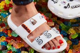 Crocs dan Highsnobiety Luncurkan Sandal Penuh Ekspresi