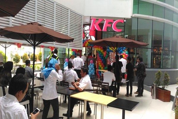 Gerai KFC di Bandara Sepinggan yang pembukaannya berlangsung pada Kamis (8/12/2016). - Bisnis/Nadya Kurnia
